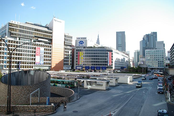 新宿西口付近の商用利用可能なフリー写真素材