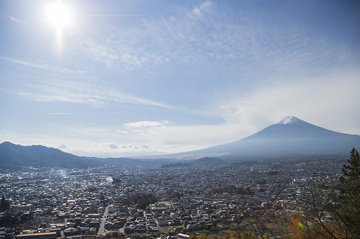 富士山と太陽の商用利用可能なフリー写真素材