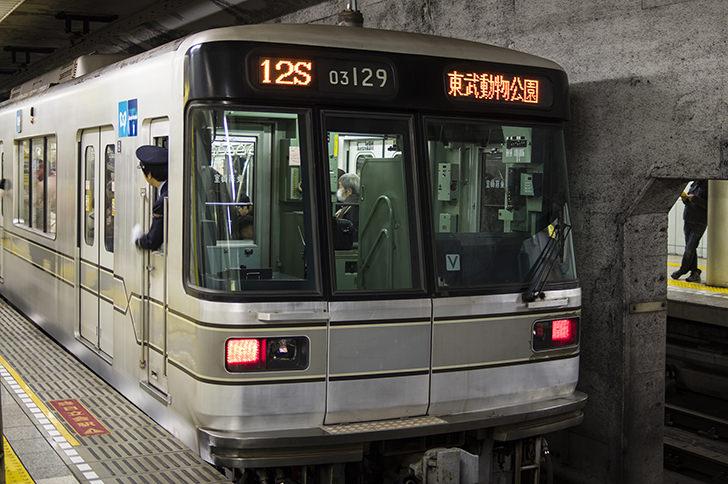 東京メトロ日比谷線の車両の商用利用可能なフリー写真素材