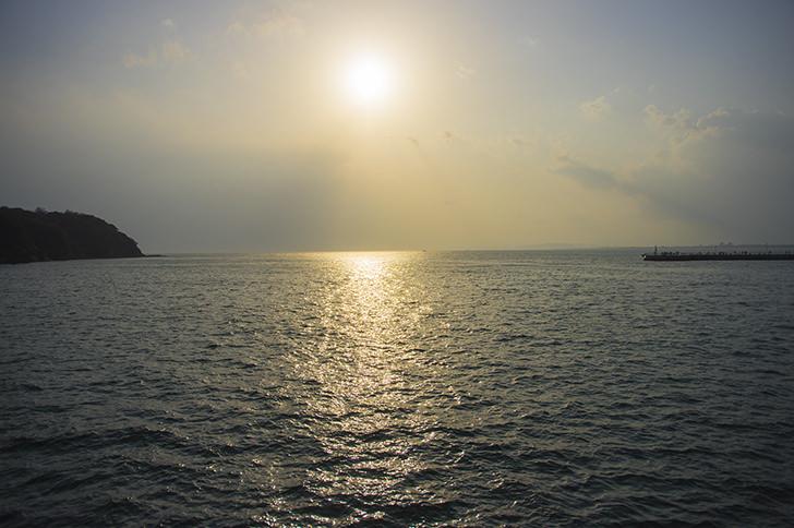 太陽と海の商用利用可能なフリー写真素材
