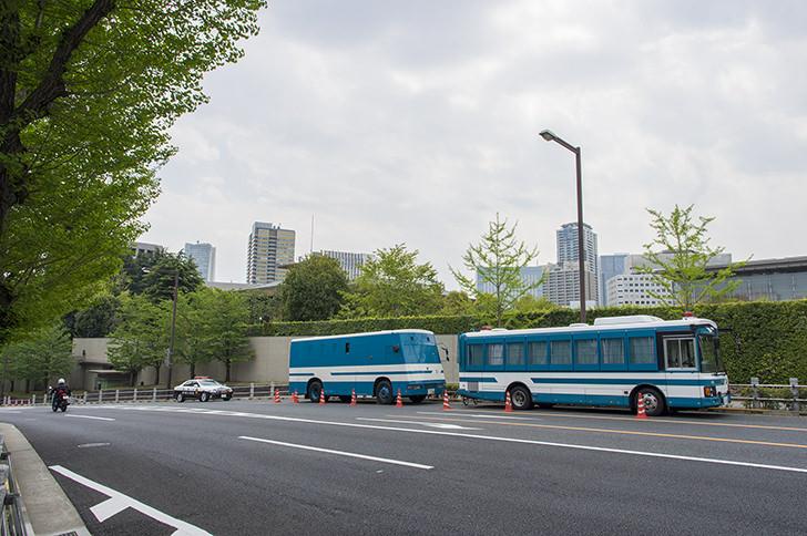護送車とパトカーの商用利用可能なフリー写真素材