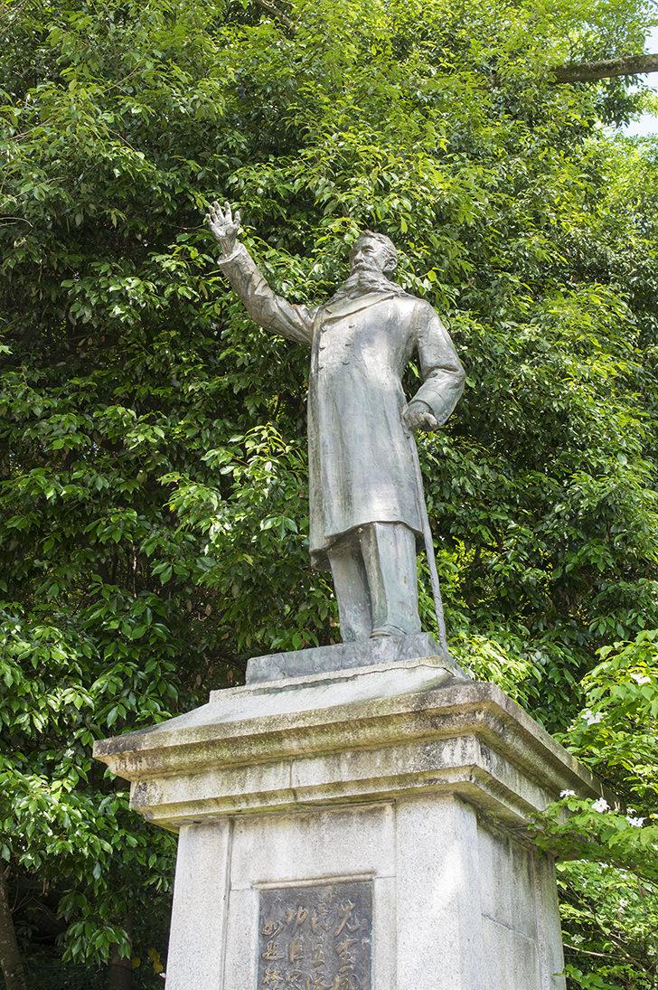 板垣退助像のフリー写真素材Statue of Taisuke Itagaki Free Photo /  免费照片素材