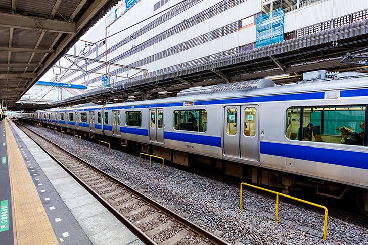 柏駅に止まる常磐線E531系の商用利用可フリー写真素材5900 | フォトック