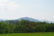 羊ヶ丘展望台から見える藻岩山のフリー写真素材