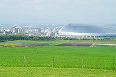 羊ヶ丘展望台から見える札幌ドームのフリー写真素材
