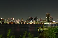 東京の夜景(晴海埠頭)のフリー写真素材