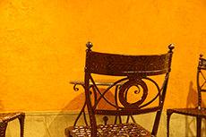 椅子(神戸モザイク内)のフリー写真素材