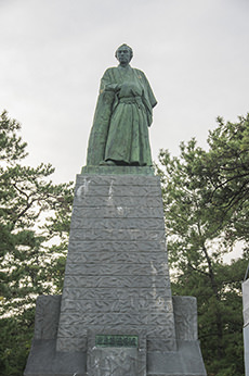 坂本龍馬像のフリー写真素材