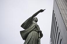 bronze statue of Kaisyu Katsu