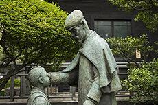 bronze statue of General Nogi
