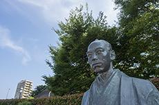 statue of Kouzukenosuke Oguri